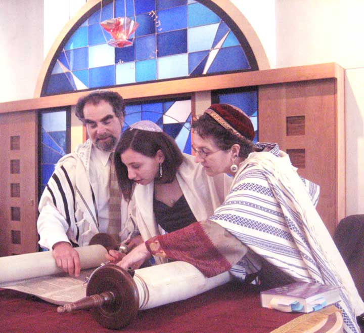 Rabbi Chaya Gusfield with Rabbi Dan Goldblatt and Freya at Torah